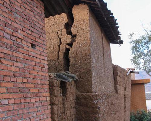 云南大理地震 房屋损坏严重图片