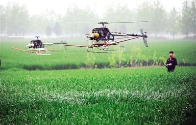 飞机装有半自动驾驶仪和gps卫星定位系统