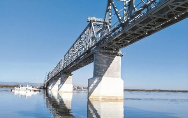 中俄铁路大桥中方段主体工程全部完成