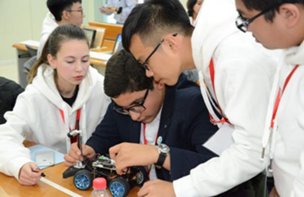 """第二届""""一带一路""""青少年创客营与教师研讨活动在京举行"""