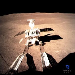 玉兔二号在月背留下人类探测器第一道印迹