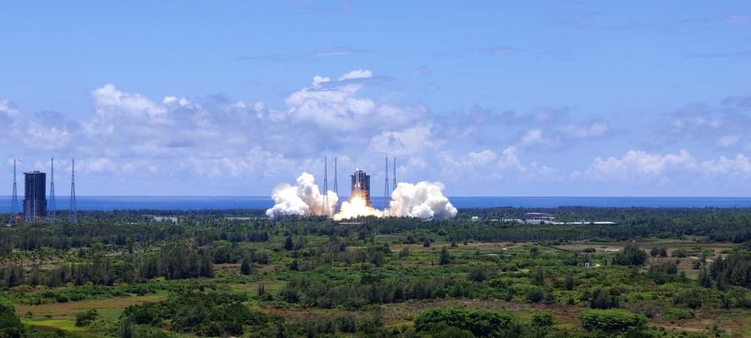 天问一号火星探测器在中国文昌航天发射场发射升空