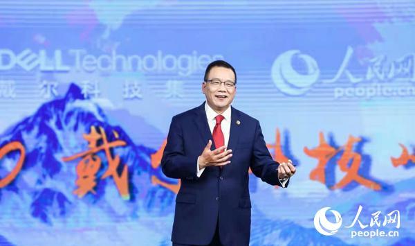 图为戴尔科技集团全球执行副总裁、大中华区董事长兼总裁黄陈宏发表主题演讲。