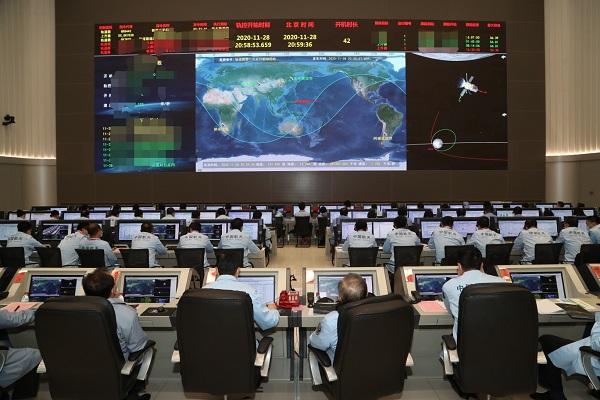 """嫦娥五号探测器成功""""刹车""""制动进入环月轨道飞行"""