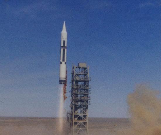 1980年5月18日,中国第一枚远程运载火箭发射成功. 图片:中国酒泉...图片 24007 550x462