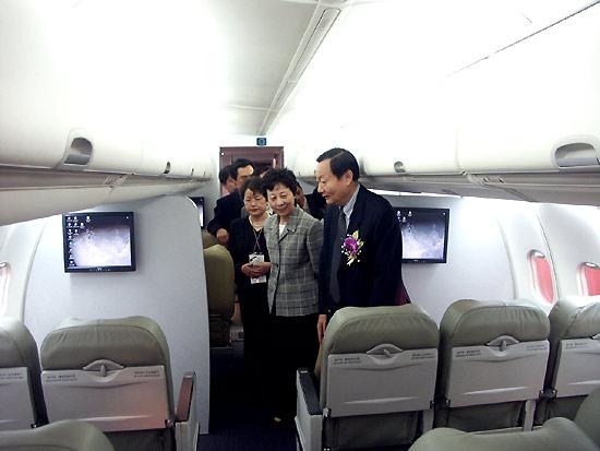 arj21新型涡扇支线飞机头等舱