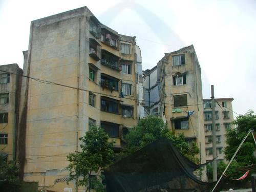 高周元结婚_震害图片:几种典型建筑结构的损坏情况 砖混结构--科技--人民网