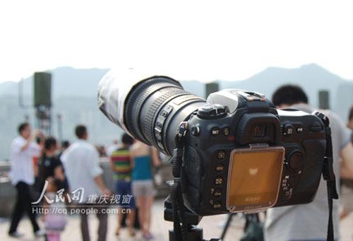 朝天门广场,一名摄影爱好者拍下的日全食过程中影像.记者:侯露露/图片