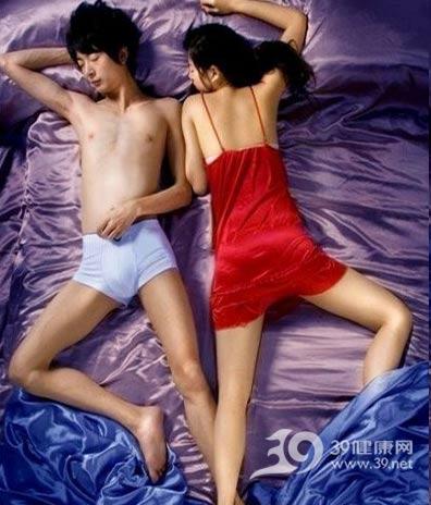 从睡姿判断情侣间的情感关系 - 穿衣打扮 - 穿衣打扮