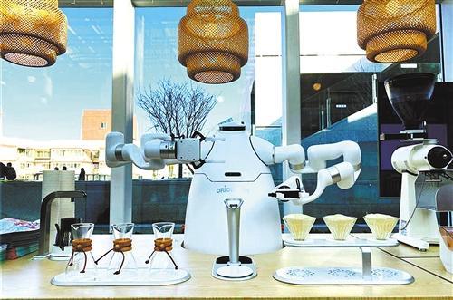 交互能力不断升级商场服务机器人带来购物新体验